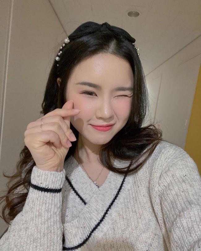 Cô nàng blogger người Hàn bật mí chiêu gội đầu dành cho nàng tóc dầu nhanh bết dính - Ảnh 16.