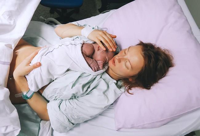 Tưởng đau đẻ đã vã lắm rồi, đến khi trải nghiệm cơn ác mộng kinh khủng nhất sau sinh, mẹ Hà Nội mới biết mình đã nghĩ sai quá sai - Ảnh 2.