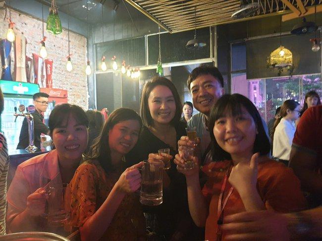 Tiệc off đoàn Hướng dương ngược nắng: Ngỡ ngàng nhan sắc thật không hề qua app của NSND Thu Hà, nổi bật hơn cả Hồng Diễm, Lương Thu Trang - Ảnh 4.