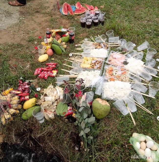 Thanh Hóa: Hài hước sự việc người phụ nữ mang sọ dừa cùng mộ giả đến nghĩa trang