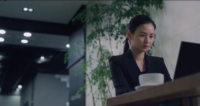 """Không phải nàng thơ Song Joong Ki, cô giáo hacker của Vincenzo mới là nhan sắc khiến fan """"lịm đi"""": Làn da tuổi 30 có thể sánh ngang mỹ nam xứ Hàn - Ảnh 3."""