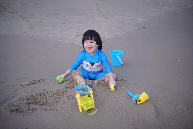 Diễn viên Lê Khánh cho con trai để tóc dài như con gái, ai hỏi giới tính của bé đều đưa ra câu trả lời ngã ngửa - Ảnh 11.