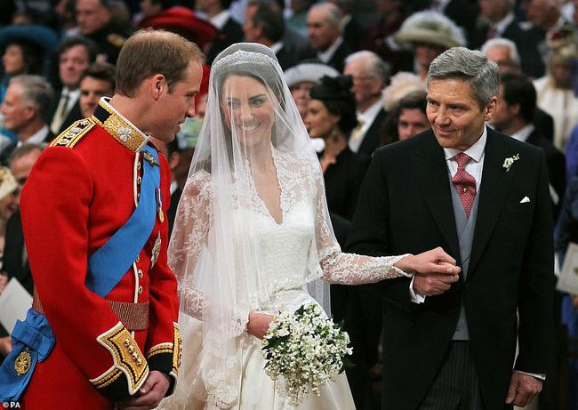 Vợ chồng Công nương Kate tung ảnh mới nhân kỷ niệm ngày cưới: 10 năm tình yêu vẫn vẹn nguyện như thủa ban đầu! - Ảnh 3.