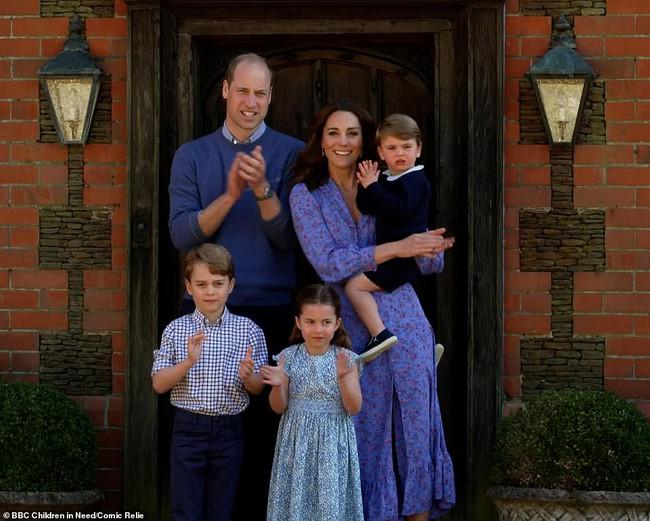 Vợ chồng Công nương Kate tung ảnh mới nhân kỷ niệm ngày cưới: 10 năm tình yêu vẫn vẹn nguyện như thủa ban đầu! - Ảnh 4.