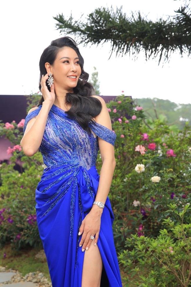 """Miss Earth Vietnam: Hoa hậu Phương Khánh lên đồ chặt chém, Nam Em """"lọt thỏm"""" và nhợt nhạt giữa dàn mỹ nhân - Ảnh 2."""
