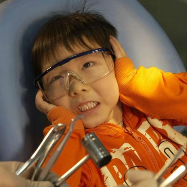 Bé 3 tuổi chưa bao giờ ăn đường nhưng vẫn bị sâu răng, bác sĩ chỉ ra vấn đề này rất đáng được cha mẹ quan tâm - Ảnh 1.