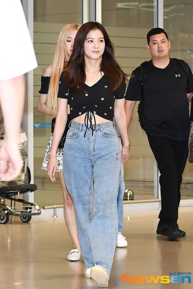 """Xem hội mỹ nhân """"chân không dài"""" mặc quần jeans mà học được 10 outfit chuẩn mốt, hack được vài phân chiều cao - Ảnh 3."""