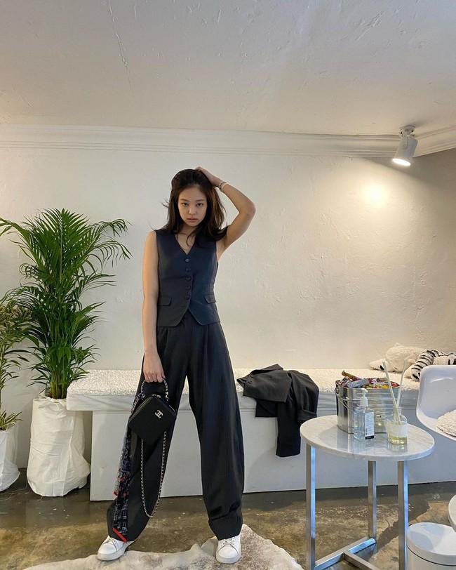 Jennie mặc quần dài - Ảnh 4.