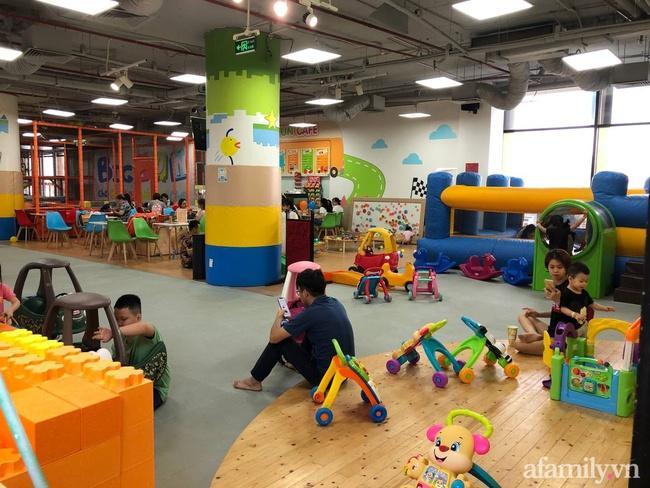 Không khí tại các khu vui chơi trong nhà cho trẻ dịp nghỉ lễ ở Hà Nội: Nơi đông đúc nhộn nhịp, nơi chẳng thấy bóng người - Ảnh 21.