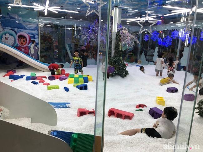 Không khí tại các khu vui chơi trong nhà cho trẻ dịp nghỉ lễ ở Hà Nội: Nơi đông đúc nhộn nhịp, nơi chẳng thấy bóng người - Ảnh 26.