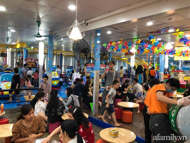 Không khí tại các khu vui chơi trong nhà cho trẻ dịp nghỉ lễ ở Hà Nội: Nơi đông đúc nhộn nhịp, nơi chẳng thấy bóng người - Ảnh 23.
