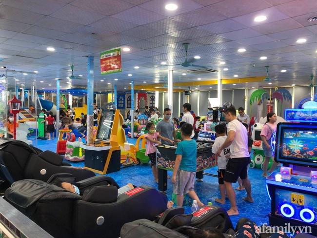 Không khí tại các khu vui chơi trong nhà cho trẻ dịp nghỉ lễ ở Hà Nội: Nơi đông đúc nhộn nhịp, nơi chẳng thấy bóng người - Ảnh 24.