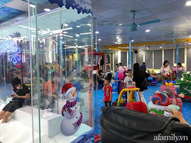 Không khí tại các khu vui chơi trong nhà cho trẻ dịp nghỉ lễ ở Hà Nội: Nơi đông đúc nhộn nhịp, nơi chẳng thấy bóng người - Ảnh 25.