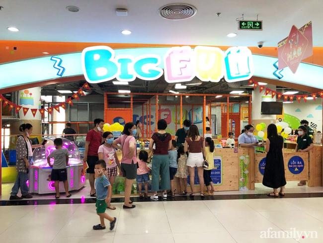 Không khí tại các khu vui chơi trong nhà cho trẻ dịp nghỉ lễ ở Hà Nội: Nơi đông đúc nhộn nhịp, nơi chẳng thấy bóng người - Ảnh 18.