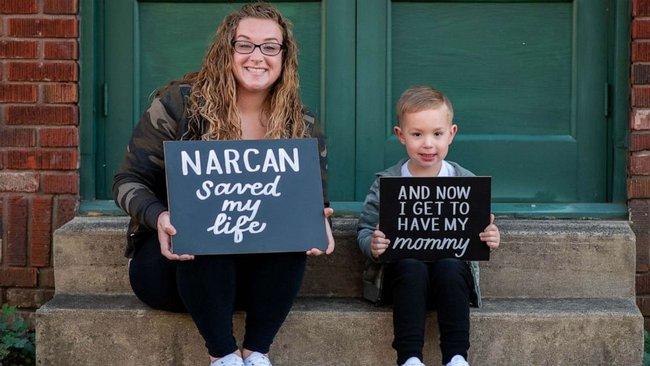 Người mẹ nổi tiếng bất đắc dĩ với cảnh phê pha trong xe khi con trai ngồi ở ghế sau nhưng nhờ đó mà cuộc đời hai mẹ con thay đổi ngoạn mục - Ảnh 3.