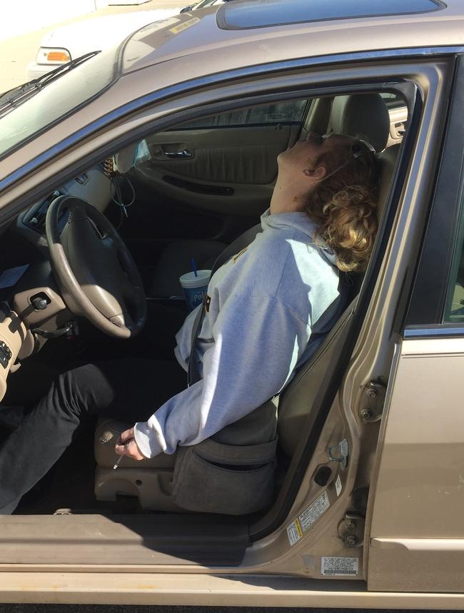 Người mẹ nổi tiếng bất đắc dĩ với cảnh phê pha trong xe khi con trai ngồi ở ghế sau nhưng nhờ đó mà cuộc đời hai mẹ con thay đổi ngoạn mục - Ảnh 1.