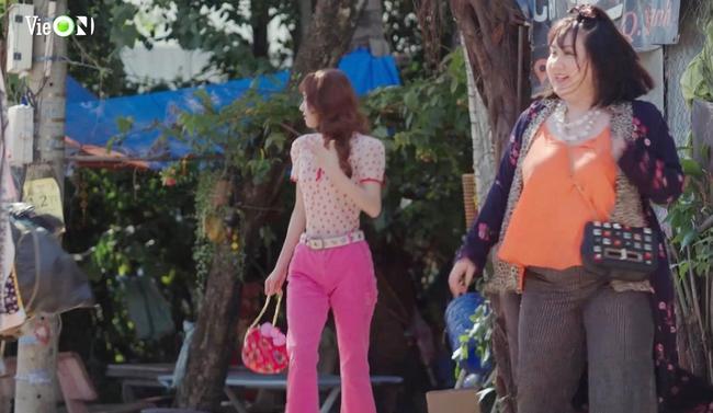 """Nhã Phương lại bị soi gầy đét trong """"Cây táo nở hoa"""": Mặc quần áo rúm ró, đứng cạnh chỉ bé bằng một nửa bạn diễn - Ảnh 2."""