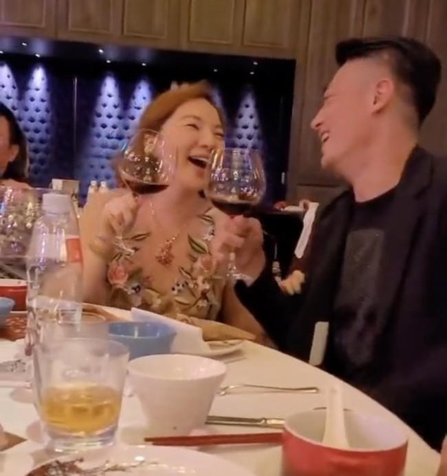 """Hậu tin đồn ly hôn, Hoắc Kiến Hoa gây chú ý vì """"tránh mặt"""" Lâm Tâm Như trong tiệc sinh nhật mẹ vợ? - Ảnh 4."""