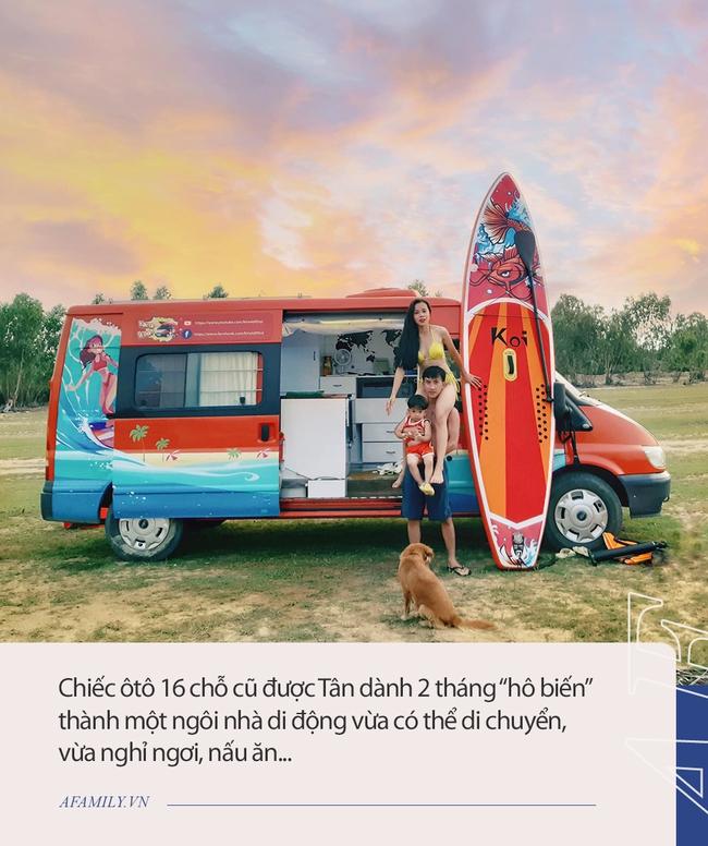 """Cặp vợ chồng """"chịu chơi"""" nhất Việt Nam: Cải tạo ô tô cũ thành nhà đưa con 8 tháng đi phượt từ Bắc chí Nam, quan điểm dạy con càng đáng ngưỡng mộ - Ảnh 1."""