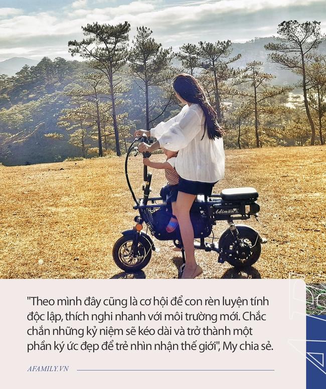 """Cặp vợ chồng """"chịu chơi"""" nhất Việt Nam: Cải tạo ô tô cũ thành nhà đưa con 8 tháng đi phượt từ Bắc chí Nam, quan điểm dạy con càng đáng ngưỡng mộ - Ảnh 7."""