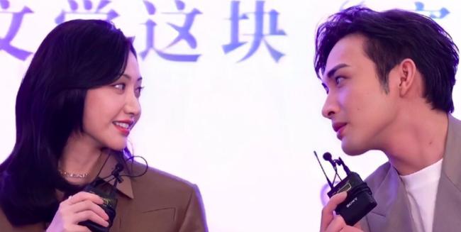 Tư Đằng: Trương Bân Bân nhìn Cảnh Điềm tình đến mức lên No.1 Hot Search, netizen ái ngại cho MC ngồi cùng  - Ảnh 5.