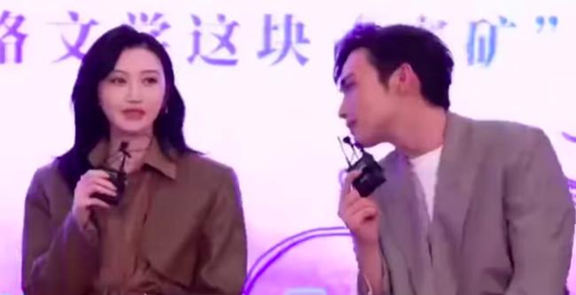 Tư Đằng: Trương Bân Bân nhìn Cảnh Điềm tình đến mức lên No.1 Hot Search, netizen ái ngại cho MC ngồi cùng  - Ảnh 6.