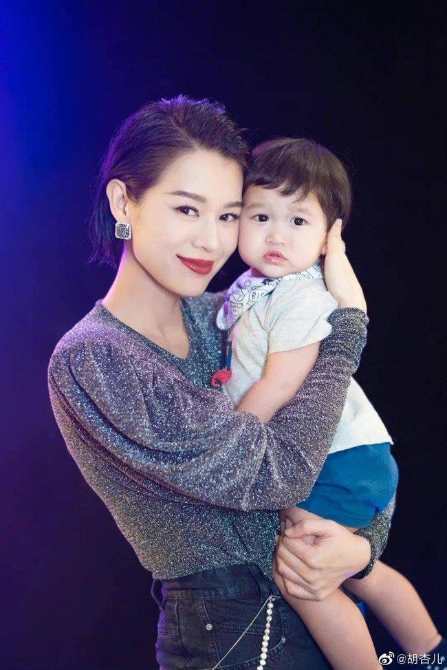 """Sinh liền 3 con trong 4 năm, Hồ Hạnh Nhi bị gọi là """"cỗ máy sinh nở"""" - Ảnh 3."""