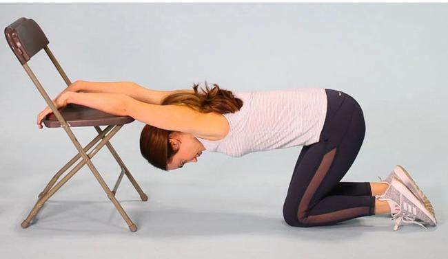 8 bài tập giãn cơ bạn nên thực hiện hàng đêm để vừa ngủ ngon lại giảm đau mỏi sau một ngày làm việc - Ảnh 8.