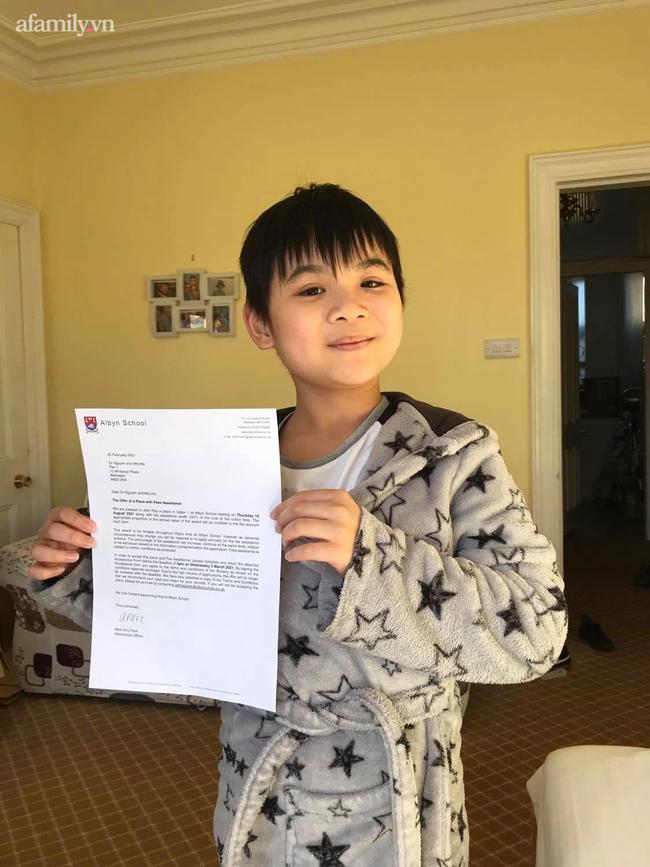 Không giỏi tiếng Anh, bà mẹ ở Phú Thọ vừa học vừa giúp con chinh phục học bổng hai trường tư thục nước ngoài danh giá - Ảnh 1.