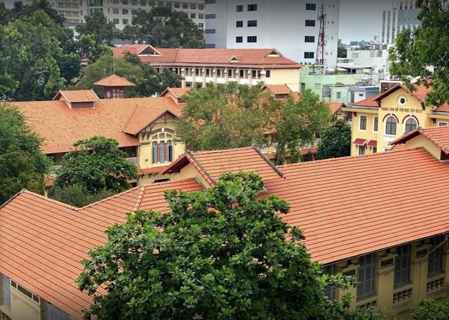 Sài Gòn có 1 ngôi trường cổ hơn 100 năm tuổi: Từng ô gạch đều đẹp đến nao lòng, sinh viên bước vào cứ ngập ngừng chẳng nỡ về - Ảnh 4.