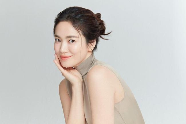 """Song Hye Kyo """"đáp trả"""" khi bị réo gọi vì cảnh hôn của Song Joong Ki với """"người mới"""", fan vẫn lo lắng điều này - Ảnh 2."""