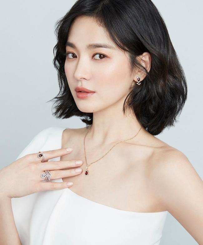 """Fan Song Hye Kyo chỉ trích """"bạn gái"""" mới của Song Joong Ki không cùng đẳng cấp, mặt không xinh lại còn đóng phim dở - Ảnh 7."""