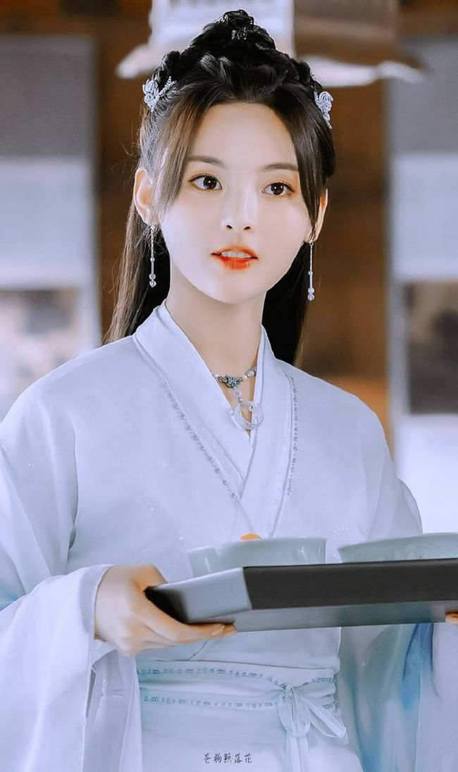 """Dương Siêu Việt bị bắt gặp khạc nhổ bừa bãi trên phim trường, ê chề cái tên """"Mỹ nữ đẹp nhất Trung Hoa""""  - Ảnh 5."""