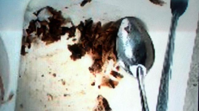 Hàng loạt vụ đồ ăn có giòi nhung nhúc bị phanh phui, vào mùa hè càng cần cảnh giác cao độ - Ảnh 4.