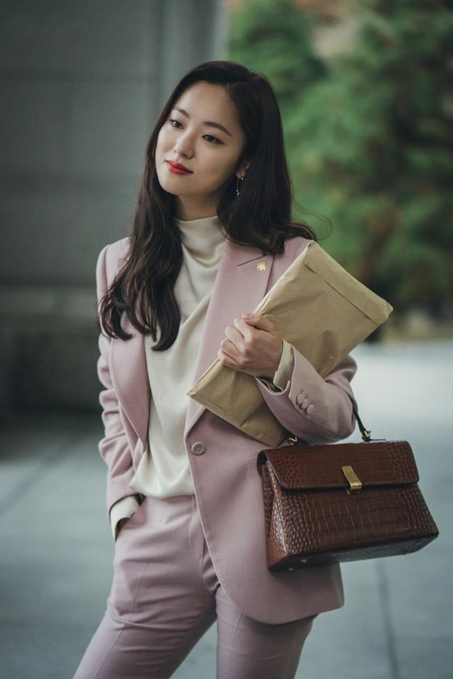 """Fan Song Hye Kyo chỉ trích """"bạn gái"""" mới của Song Joong Ki không cùng đẳng cấp, mặt không xinh lại còn đóng phim dở - Ảnh 8."""