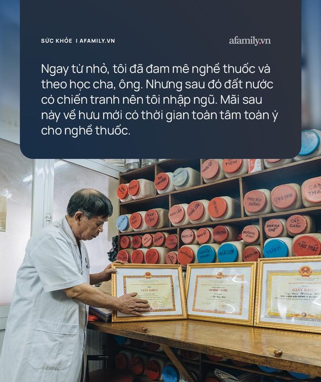 Trở thành lương y khi đã về hưu, vị thầy thuốc được người dân yêu mến, cảm phục nhờ nhiều bài thuốc gia truyền trị dứt điểm các bệnh - Ảnh 1.