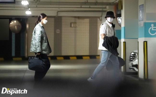 Soi style đi hẹn hò của 12 cặp đôi quyền lực xứ Hàn: Tất cả đều ăn vận siêu đơn giản chứ không lồng lộn như ta tưởng - Ảnh 2.