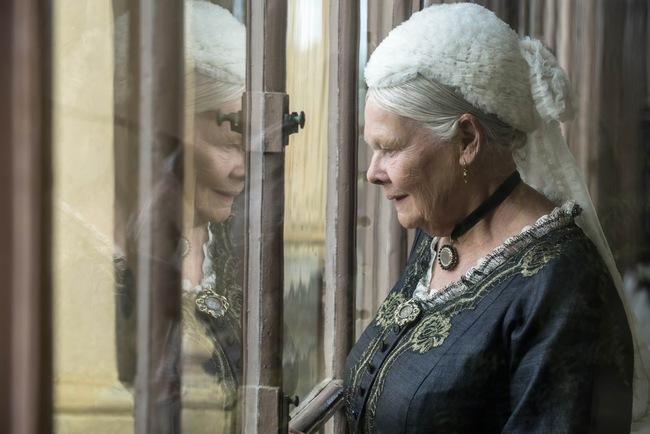 """Nữ hoàng Anh và mối tình kỳ lạ với """"nam sủng"""" kém 44 tuổi bị coi là bê bối bậc nhất lịch sử Hoàng gia - Ảnh 5."""