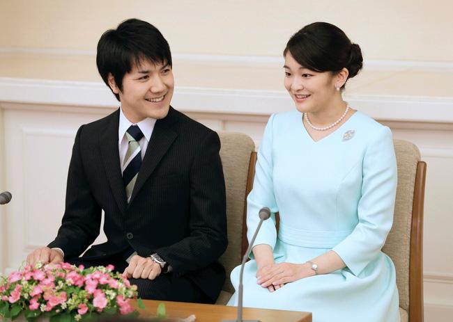 Vị hôn phu của Công chúa Nhật Bản chính thức lên tiếng sau 2 năm im lặng trì hoãn đám cưới hết lần này đến lần khác - Ảnh 2.