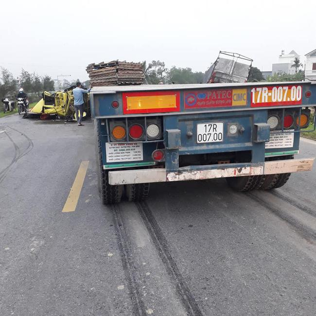 Đâm vào đuôi ô tô tải, container rụng buồng lái, hiện trường vụ tai nạn khiến người chứng kiến rùng mình - Ảnh 3.