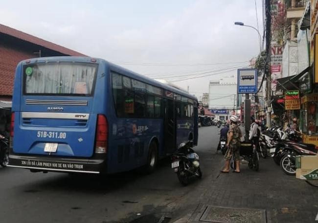 """Người dân bức xúc """"tố"""" nhân viên xe buýt tại TP.HCM quát mắng, không cho người khuyết tật lên xe - Ảnh 1."""