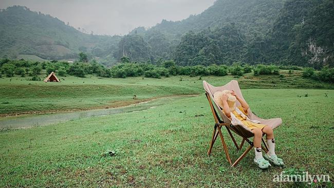 """Một thảo nguyên xanh mướt bao quanh bởi mây và núi đẹp như trong cổ tích hóa ra lại có thật mà ở ngay gần Hà Nội, cuối tuần đưa con đi cắm trại thì """"u mê chữ ê kéo dài"""" - Ảnh 13."""
