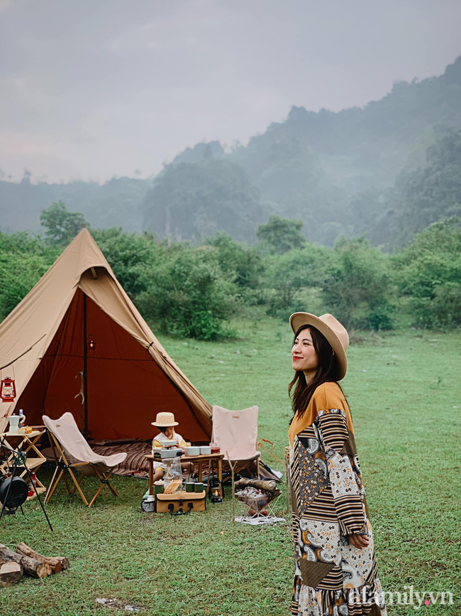 """Một thảo nguyên xanh mướt bao quanh bởi mây và núi đẹp như trong cổ tích hóa ra lại có thật mà ở ngay gần Hà Nội, cuối tuần đưa con đi cắm trại thì """"u mê chữ ê kéo dài"""" - Ảnh 12."""