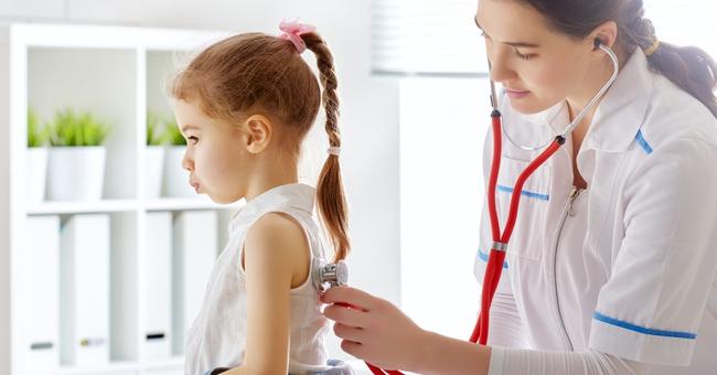 Dậy thì sớm có thể sẽ bị lùn về sau này: Nguyên nhân, Dấu hiệu, ảnh hưởng và cách điều trị, phòng ngừa dậy thì sớm ở trẻ - Ảnh 2.