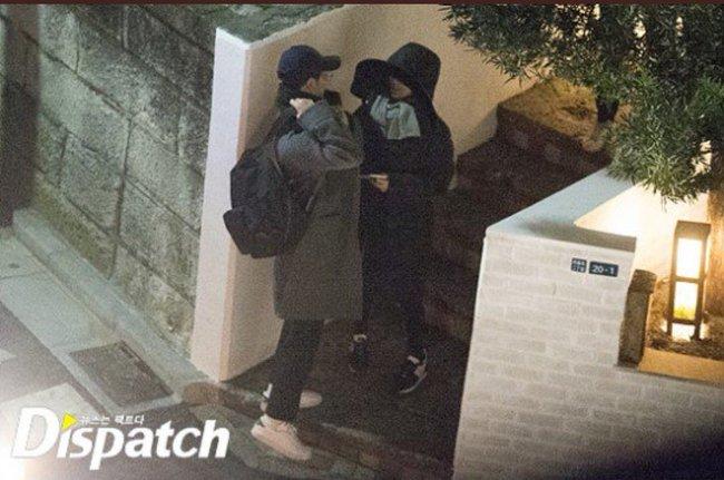 Soi style đi hẹn hò của 12 cặp đôi quyền lực xứ Hàn: Tất cả đều ăn vận siêu đơn giản chứ không lồng lộn như ta tưởng - Ảnh 11.