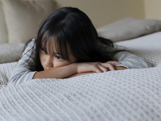 Tưởng cho con xem tivi sẽ giúp bố mẹ nhàn hơn nhưng nhìn vào 3 khác biệt vô cùng lớn giữa trẻ xem và không xem tivi khi trưởng thành, bố mẹ chỉ muốn vứt bỏ tivi ngay lập tức - Ảnh 4.