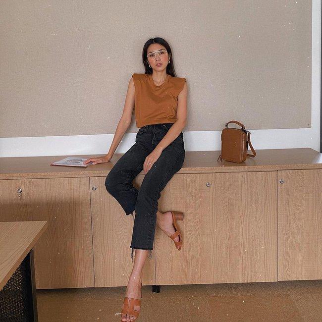 Diện quần đen sẽ giúp chân nhỏ hẳn đi nhưng để trông thật sành điệu chứ không nhàm, chị em hãy học Hà Tăng - Ảnh 3.