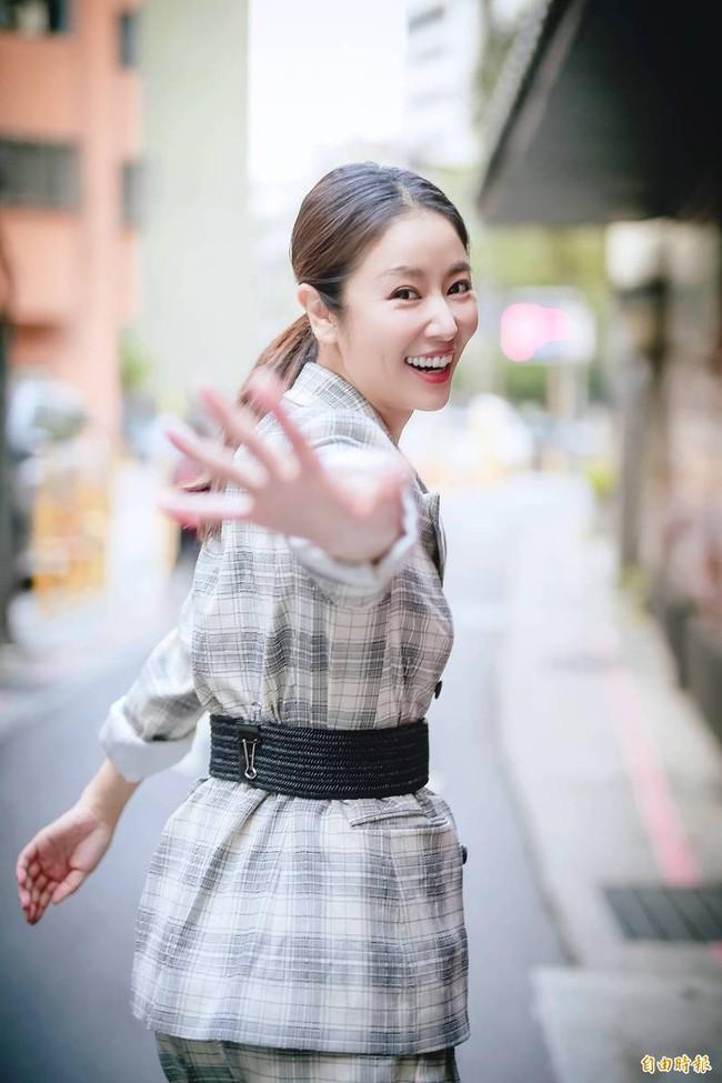 Hoắc Kiến Hoa đến phim trường thăm Lâm Tâm Như, nhà gái đứng chống nạnh với chồng gây chú ý - Ảnh 7.