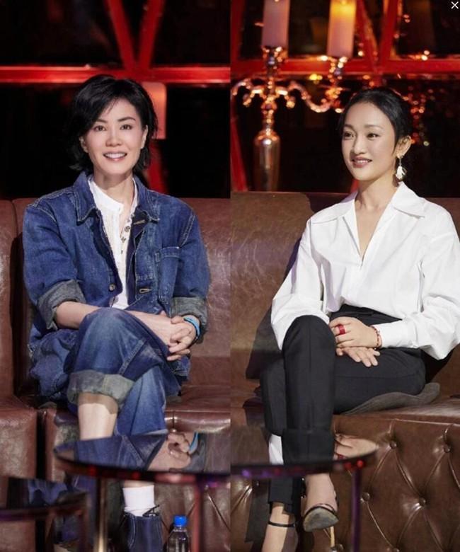 Vương Phi và Châu Tấn cùng xuất hiện chung một sân khấu, ngầm bác bỏ tin đồn bất hòa.