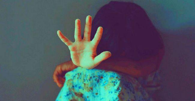 Bé gái 9 tuổi bị cha dượng biến làm nô lê tình dục sau khi mẹ qua đời, chi tiết về hành vi bệnh hoạn gây phẫn nộ với đủ mọi chiêu trò - Ảnh 1.